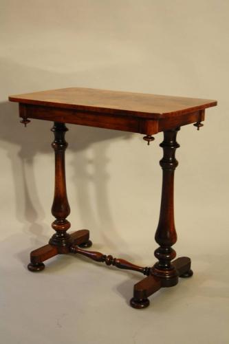 Elegant Rosewood veneered side table, C19th