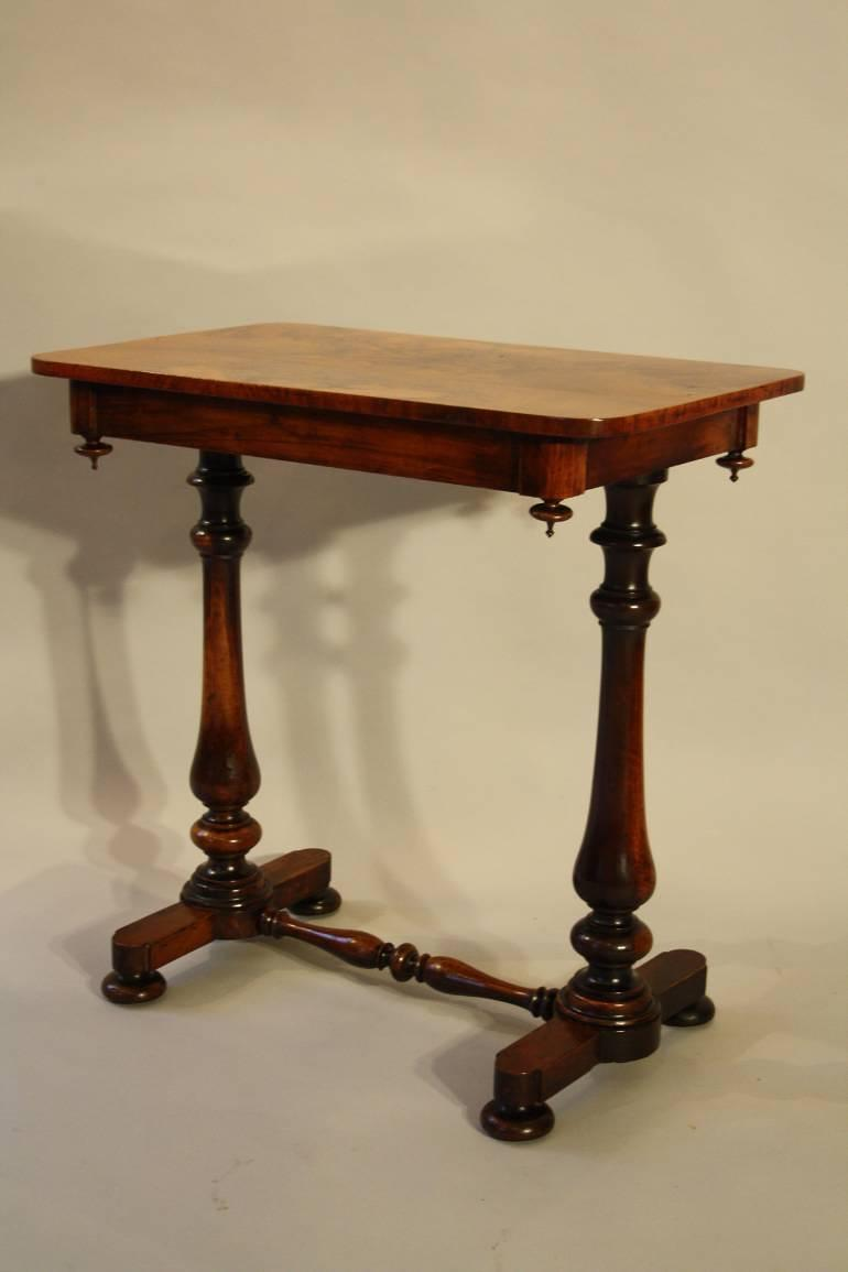 Elegant Rosewood veneered side table, C19th
