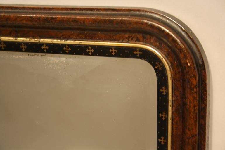 Small English curved edge mirror