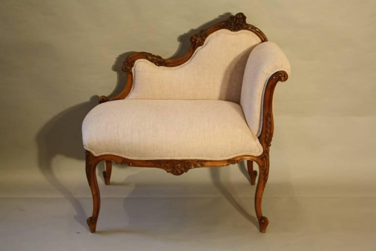 Carved wood petite chaise in furniture for Petite chaise en osier