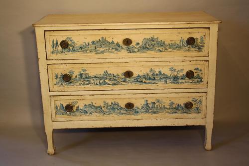 Italian chest of drawers
