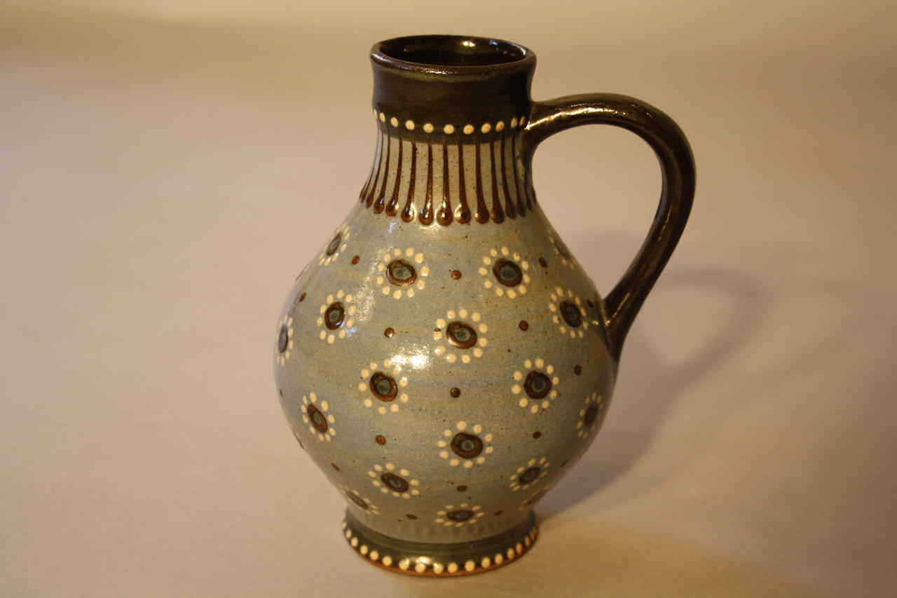 Early spotted jug