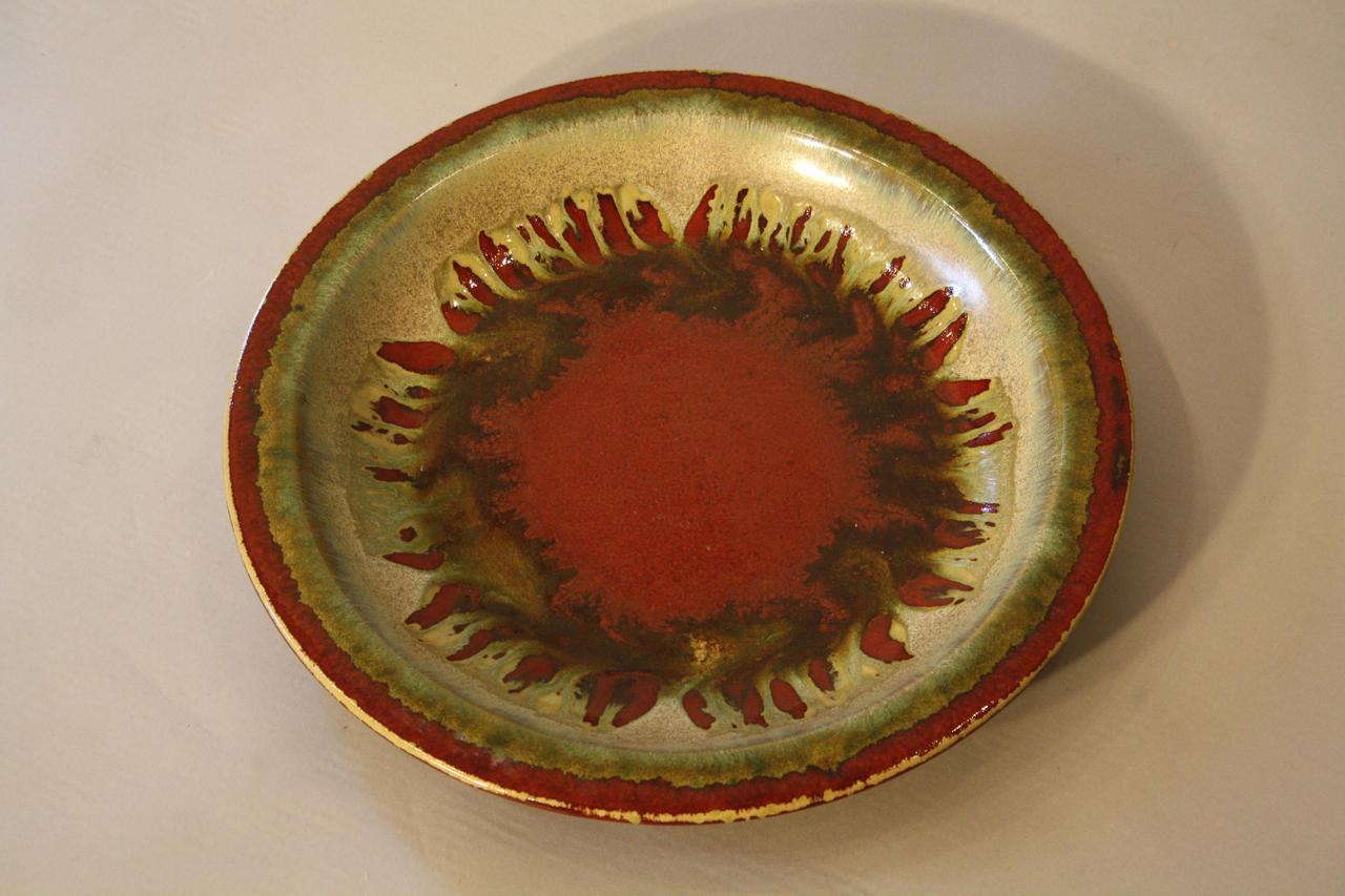 Red and green glazed charger