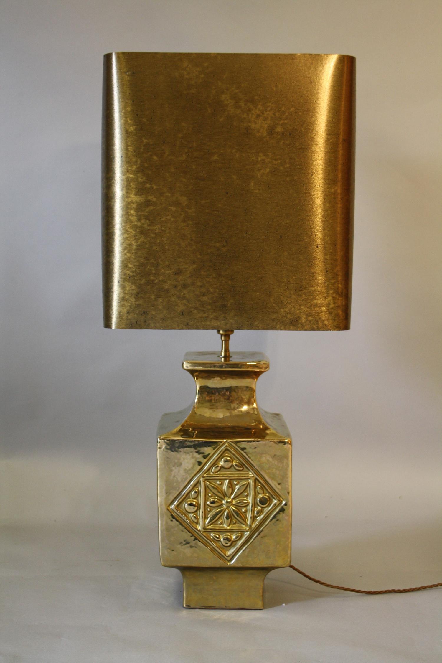 Gold glazed ceramic table lamp