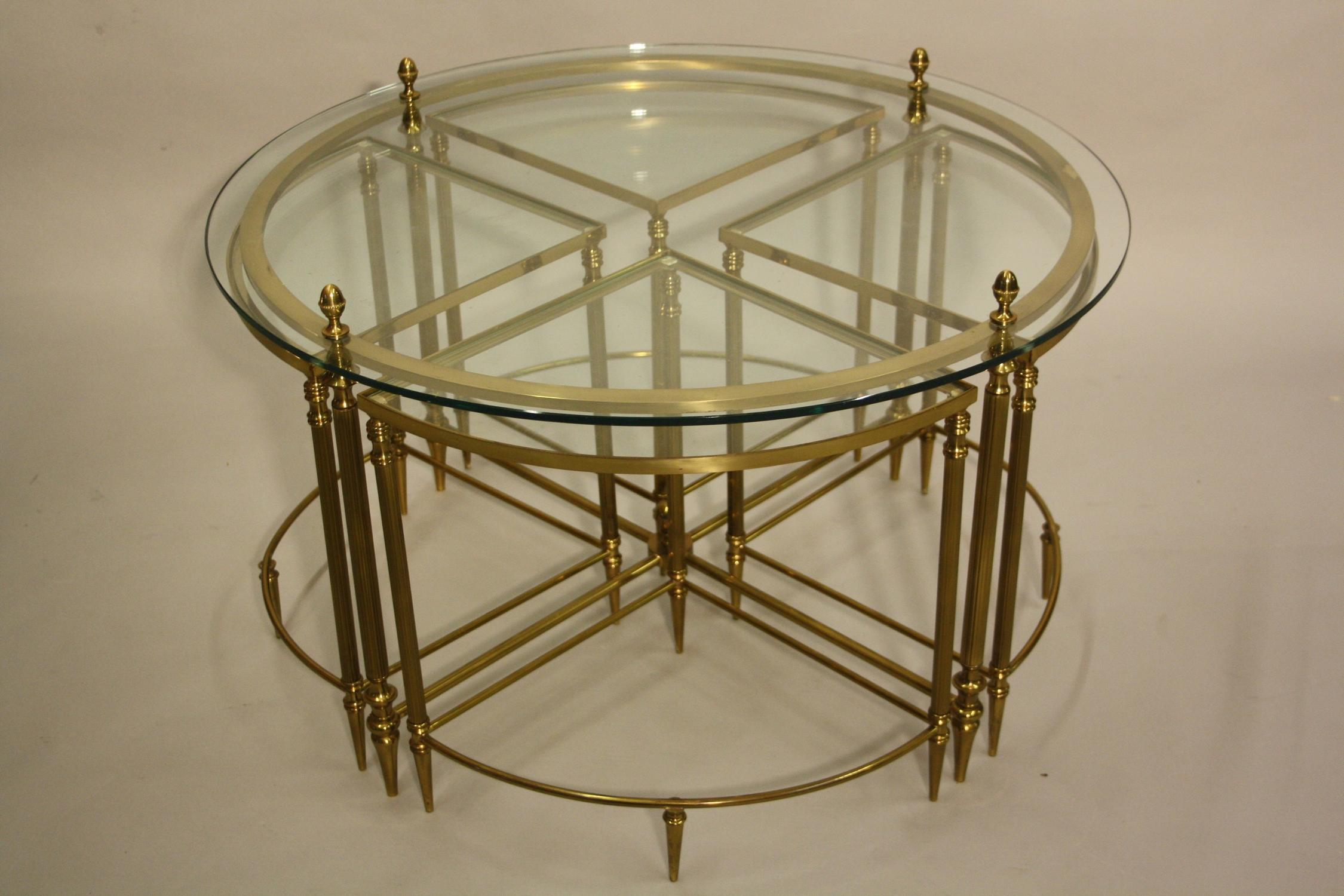 Circular nest of tables