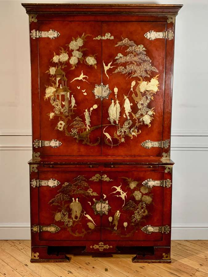 Red lacquered vintage Chinoiserie bookcase
