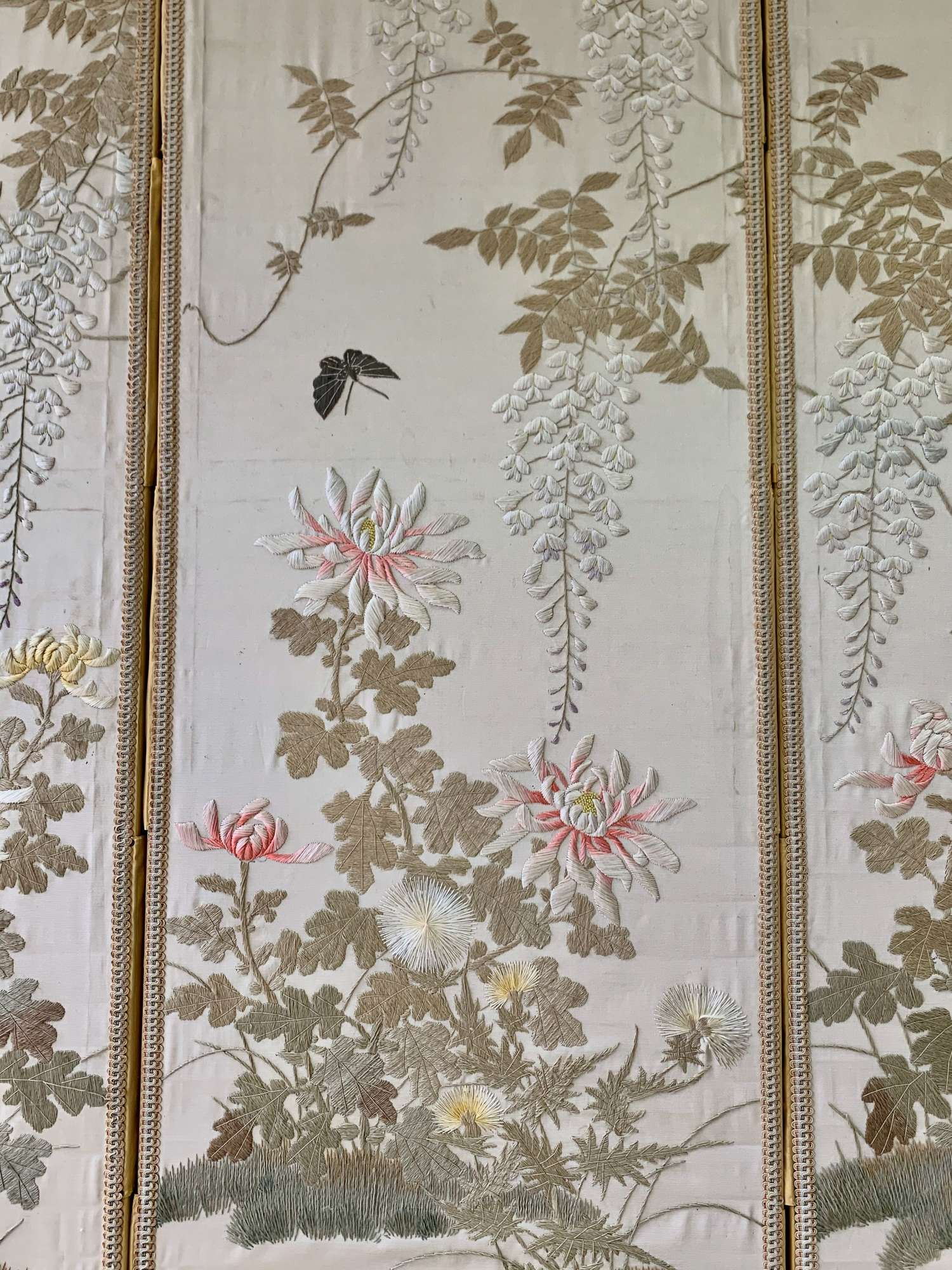 Chinese embroidered folding screen