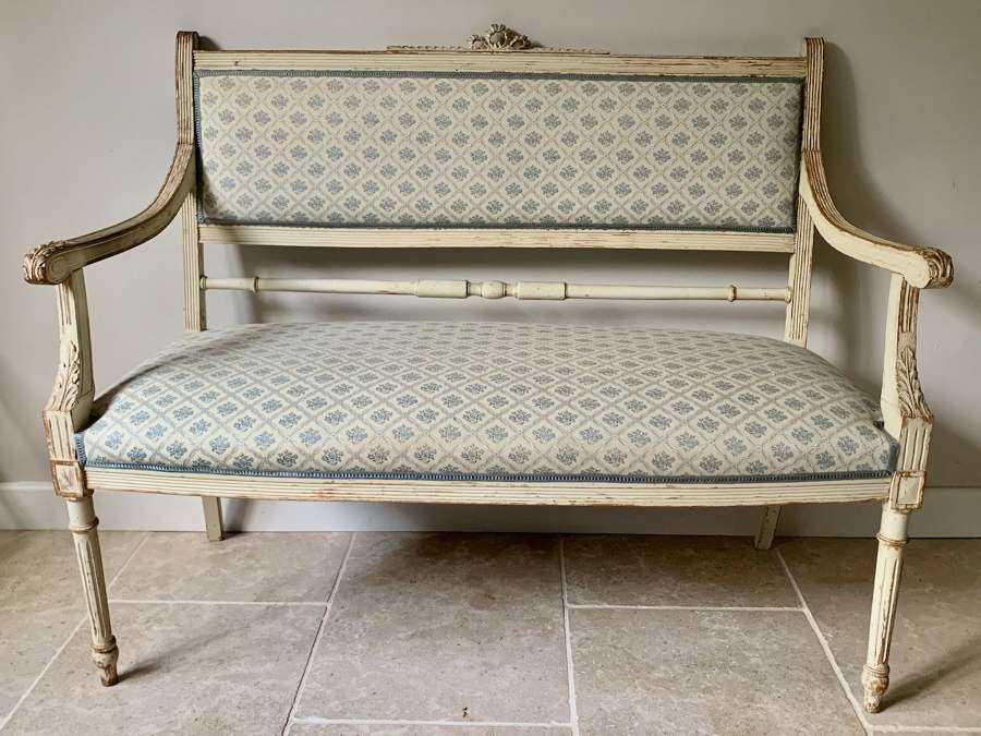 Pretty two seater banquette