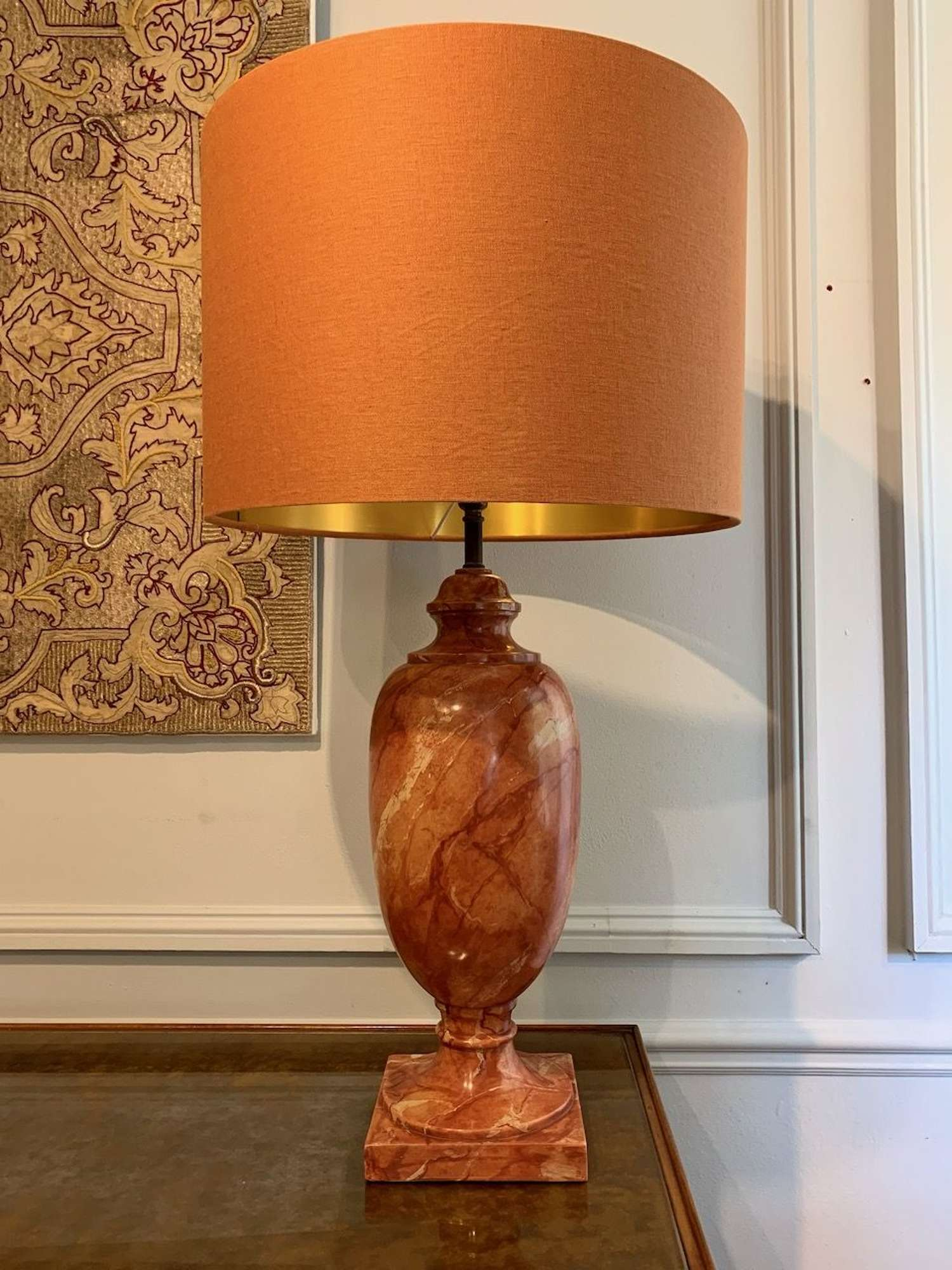 Marble effect lamp